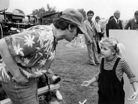 "<strong>E.T. the Extra-Terrestrial (1982)</strong> <br> <br> Steven Spielberg and Drew Barrymore having an important conversation. <br> <br> Image: <a href=""https://twitter.com/MakingOfs/status/609903617345232896/photo/1"">Twitter</a>"