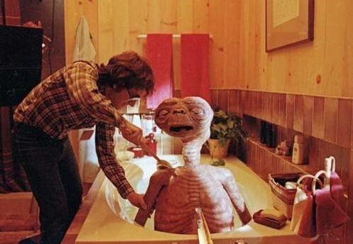 "<strong>E.T. the Extra-Terrestrial (1982)</strong> <br> <br> Steven Spielberg giving E.T. a bath. <br> <br> Image: <a href=""https://twitter.com/MakingOfs/status/640614308922159104/photo/1"">Twitter</a>"