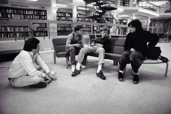 "<strong>The Breakfast Club (1985)</strong> <br> <br> Taking a break between takes <br> <br> Image: <a href=""https://twitter.com/MakingOfs/status/649363651758026752/photo/1"">Twitter</a>"