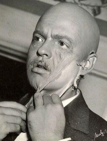 "<strong>Citizen Kane (1941)</strong> <br> <br> Orson Welles removes his Citizen Kane makeup. <br> <br> Image: <a href=""https://twitter.com/MakingOfs/status/648549906173587457/photo/1"">Twitter</a>"