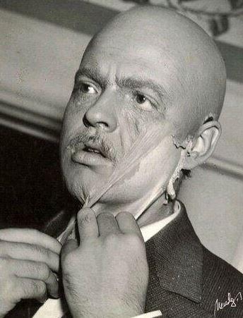 "<strong>Citizen Kane (1941)</strong> <br> <br> Orson Welles removes his Citizen Kane makeup. <br> <br> Image: <a href=""https://twitter.com/MakingOfs/status/648549906173587457/photo/1"">Twitter</a>"
