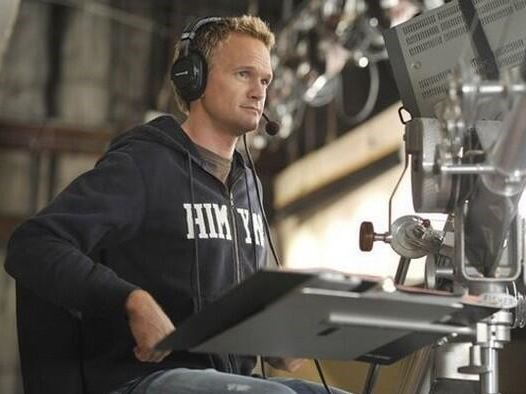 """<strong>How I Met Your Mother</strong> <br> <br> Neil Patrick Harris behind the scenes. <br> <br> Image: <a href=""""https://twitter.com/MakingOfs/status/625031527500484608/photo/1"""">Twitter</a>"""