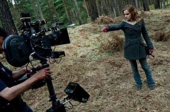 "<strong>Harry Potter</strong> <br> <br> Emma Watson filming a scene. <br> <br> Image: <a href=""https://twitter.com/MakingOfs/status/621137620832243712/photo/1"">Twitter</a>"