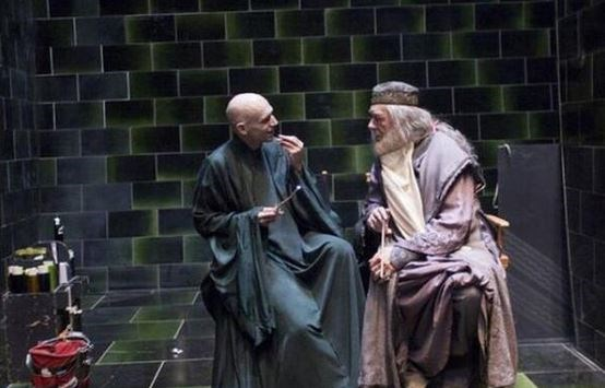 "<strong>Harry Potter</strong> <br> <br> Voldemort (Ralph Fiennes) and Dumbledore (Michael Gambon) are pals off screen. <br> <br> Image: <a href=""https://twitter.com/MakingOfs/status/607004527225630720/photo/1"">Twitter</a>"