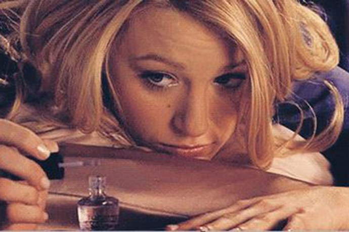 <strong>#17: Don't forget the top coat</strong> <Br> <br> Sending texts to <em>Gossip Girl</em> is super taxing on your tips. <em>Serena </em>knows a top coats is her best chance against chipping.
