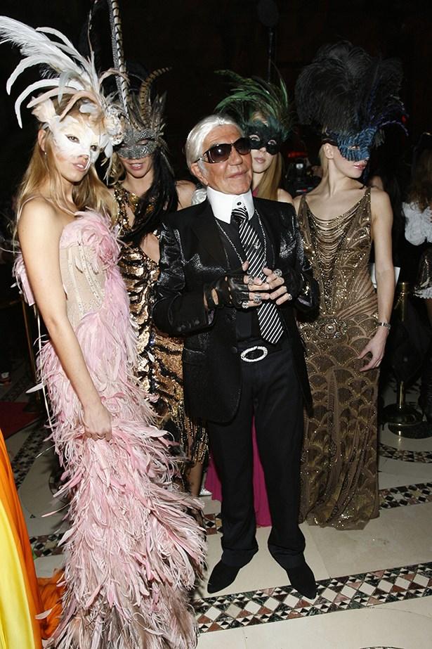 Roberto Cavalli as Karl Lagerfeld.