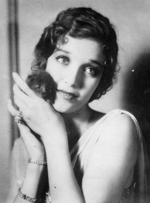 <strong>LORETTA YOUNG, 1930</strong>