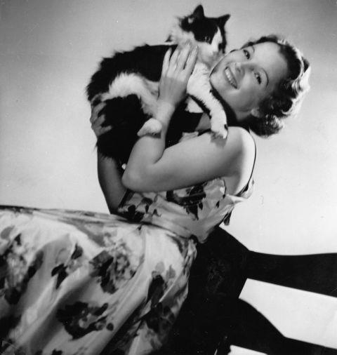 <strong>MAGDA SCHNEIDER, 1937</strong>