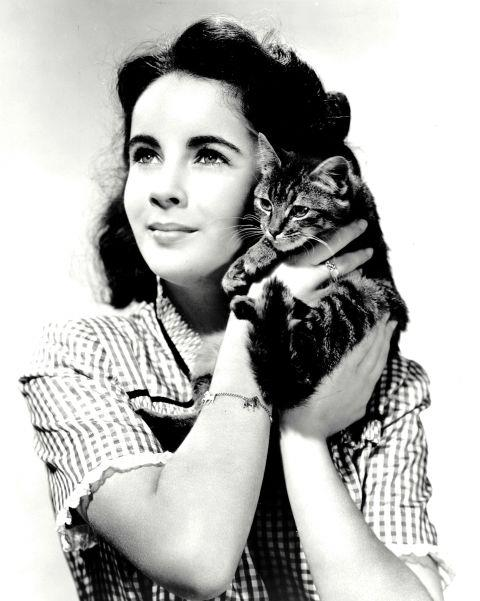 <strong>ELIZABETH TAYLOR, 1940</strong>