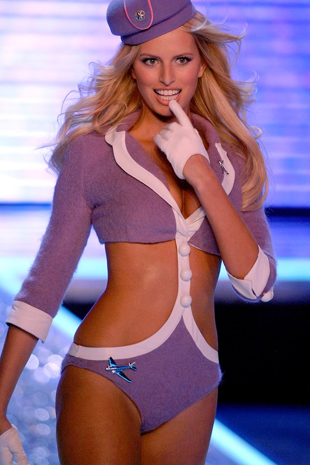 Karolina Kurkova was a VS heavy weight back in her heyday, and she proved it in 2006. As she was coming down the runway, her heel fell off. Like a true pro, KK carried on as if nothing had happened, rocking an 'air heel'.