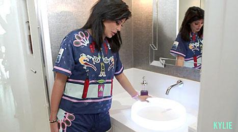 "<p>We never knew our sink was to basic until now.</p> <p>""This sink is just so pretty, it glows when you turn it on,"" explains Kylie.</p>"