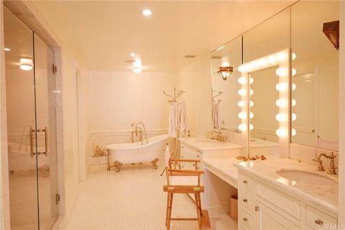 Urrghhh that bath. Image: Redfin
