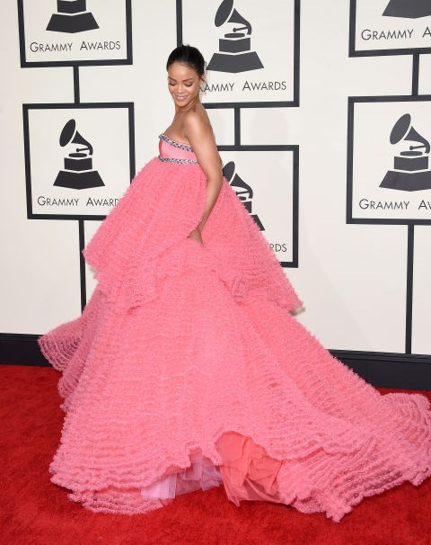 <strong>RIHANNA IN GIAMBATTISTA VALLI COUTURE</strong> <br><br> Attending the 57th Annual Grammy Awards, February 8.