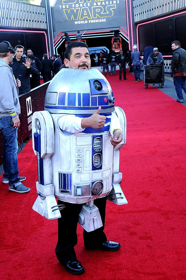 Guilermo Rodriguez as LIFESIZE R2-D2.
