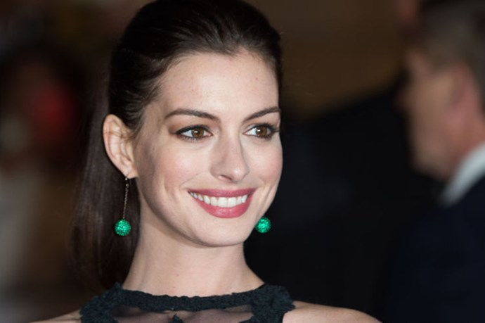 Anne Hathaway Baby Bump Debut