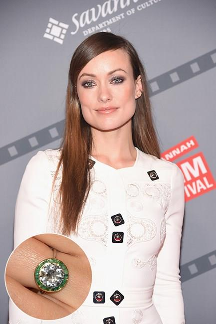 ***Olivia Wilde.***<br><br> Olivia Wilde's 2-carat round diamond is surrounded by an emerald halo.