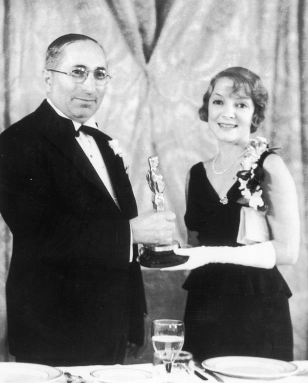 Helen Hayes went very classic in a black tiered dress, white gloves and pearls in 1931.