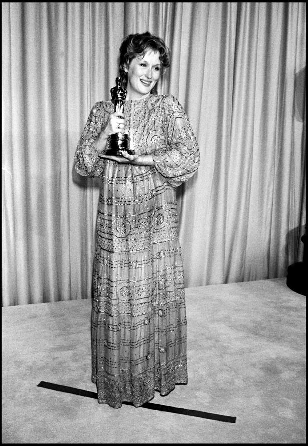 A pregnant Meryl Streep wore this embellished gold dress in 1982.