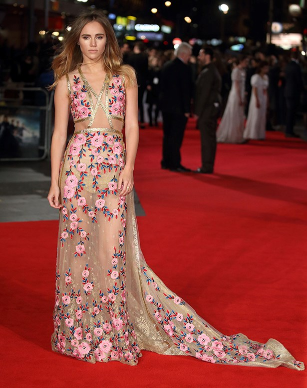 Suki Waterhouse went with pretty and sexy at the premiere of her latest movie 'Pride And Prejudice And Zombies'.