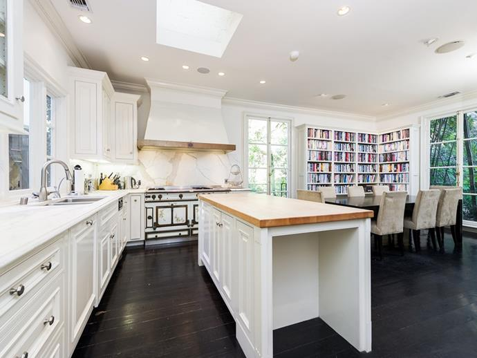 """Image via <a href=""""http://www.theagencyre.com/for-lease/1896-rising-glen-road-hollywood-hills/"""">The Agency</a>."""