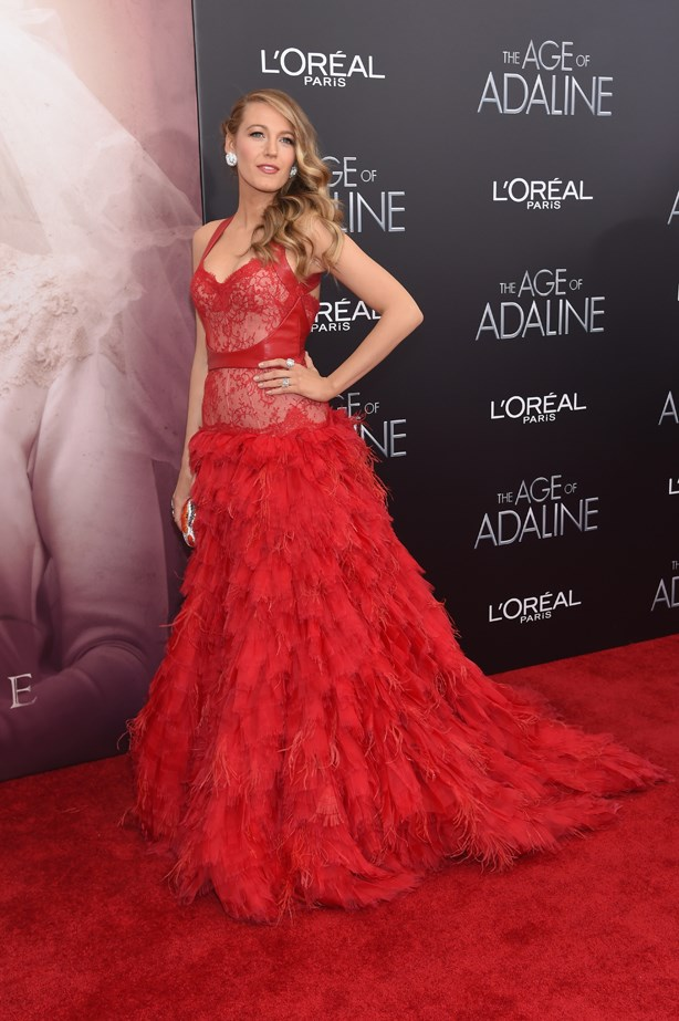 This Monique L'huillier red feather and lace gown was seriously glam.