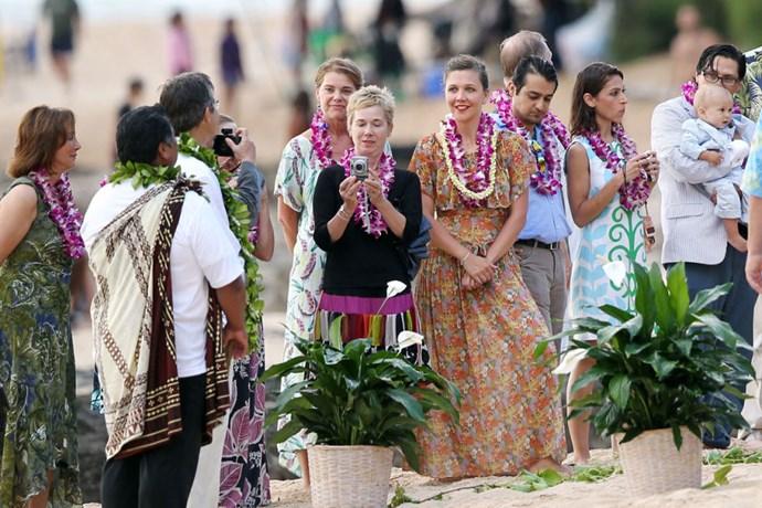 Maggie Gyllenhaal went tropical for her dad's Hawaiian wedding.