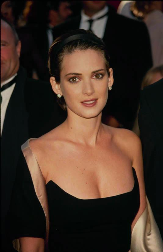 <strong>Winona Ryder</strong> <br><br> Winona Ryder is very well known for her pixie cut. Here she styles it with a headband.