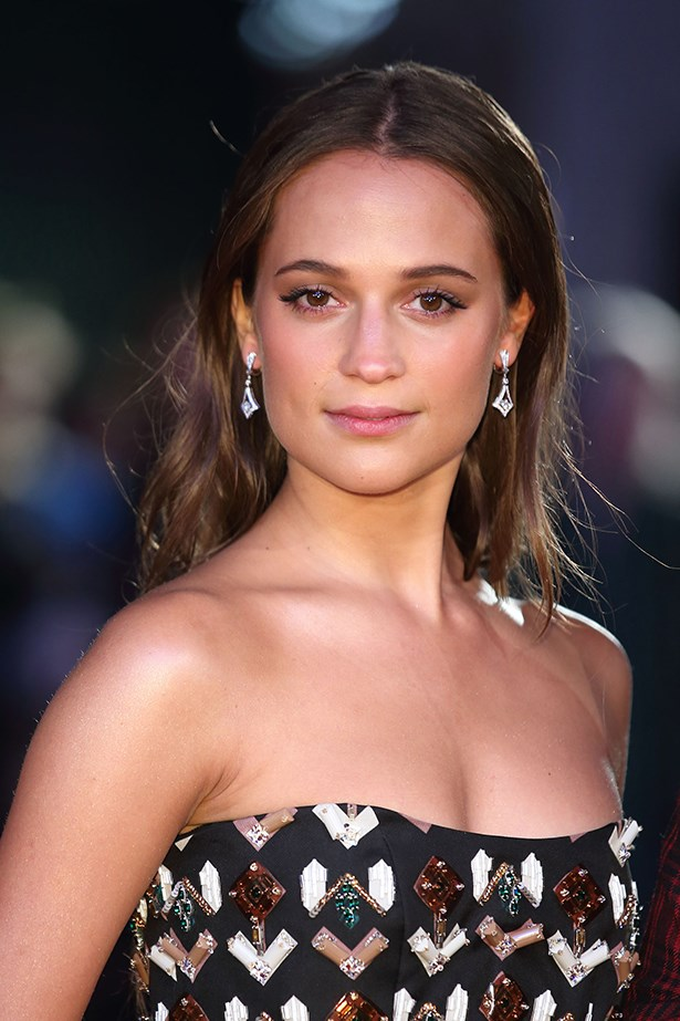 2015, Vikander wears her loose waves in a chic centre part at the UK premiere of <strong><em>The Danish Girl</em></strong>.