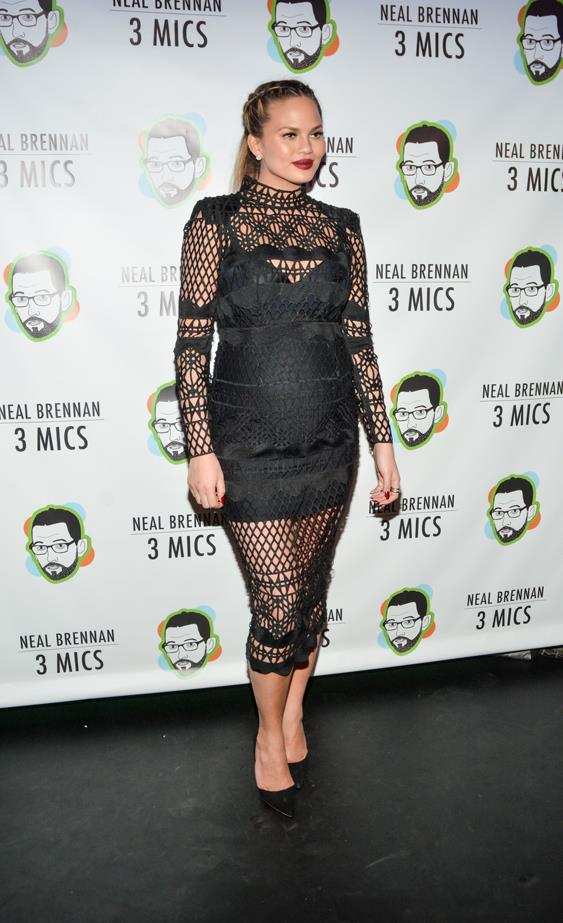 **First pregnancy:** <br><br>In Asilio at the Neal Brennan 3 Mics in New York, 2015.