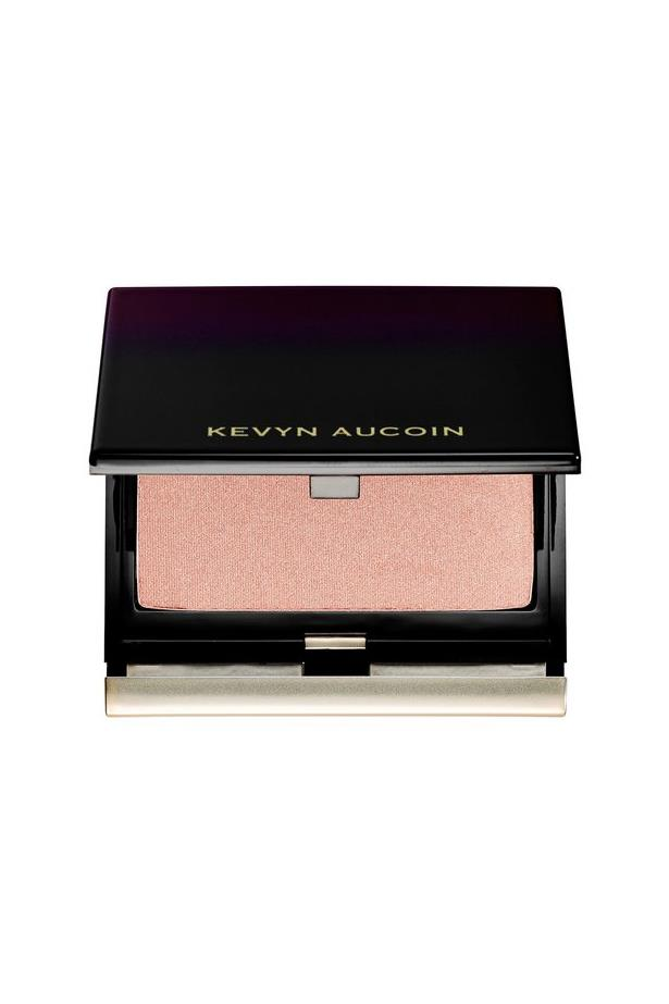 <p> The Highlighter: Kevyn Aucoin's The Celestial Powder. <p> <p> The rap: This highlighter does exactly what it says on the bottle - makes you look celestial. The highlighter's natural peachy-champagne tone makes you look like you're travelling with your own personal lighting guy.<p>
