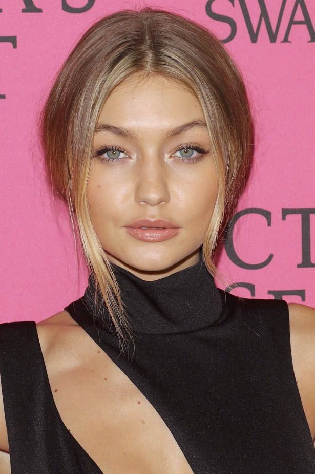 <strong>November 10, 2015</strong> <br><br> Gigi keeps the makeup simple to wow with the dress.
