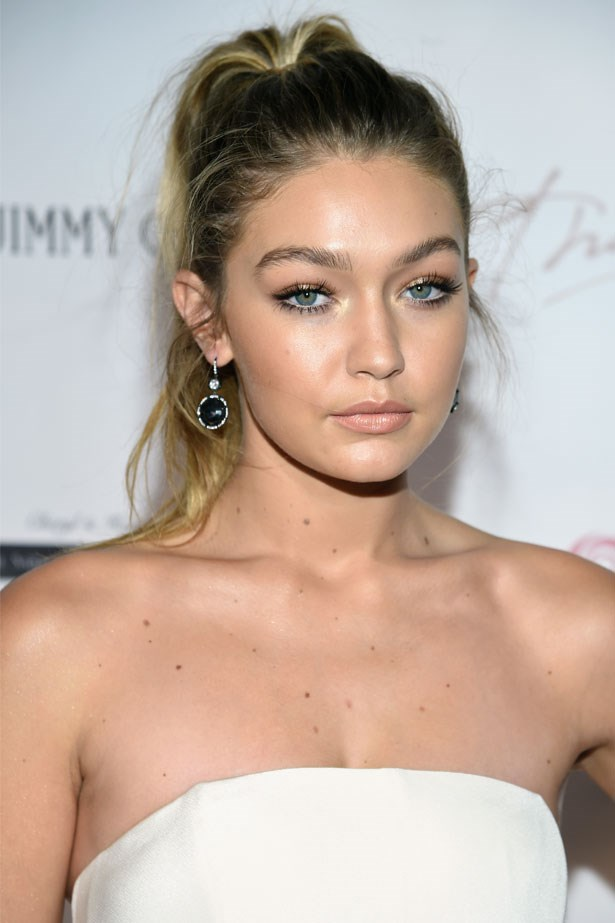 <strong>October 8, 2015</strong> <br><br> Gigi's nude lip compliments the messy pony tail and hanging earrings.