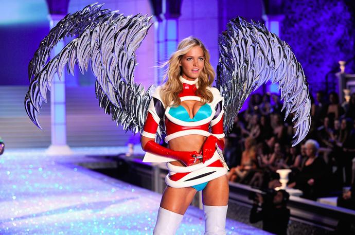 Erin Heatherton Victoria's Secret Fashion Show.
