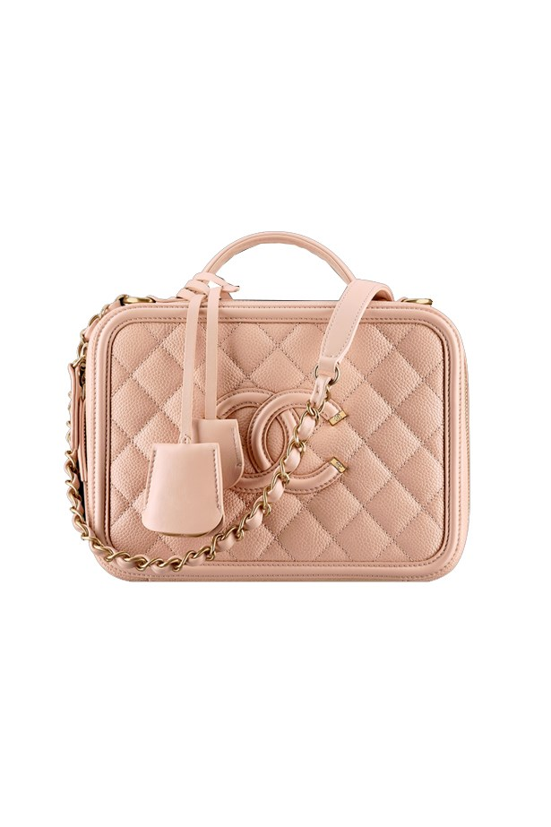 "<a href=""http://www.chanel.com/en_AU/fashion/products/handbags/g/s.vanity-case-grained-calfskin-.16S.A93343Y605422B472.c.16S.html"">Chanel Vanity case</a>, $5,480."
