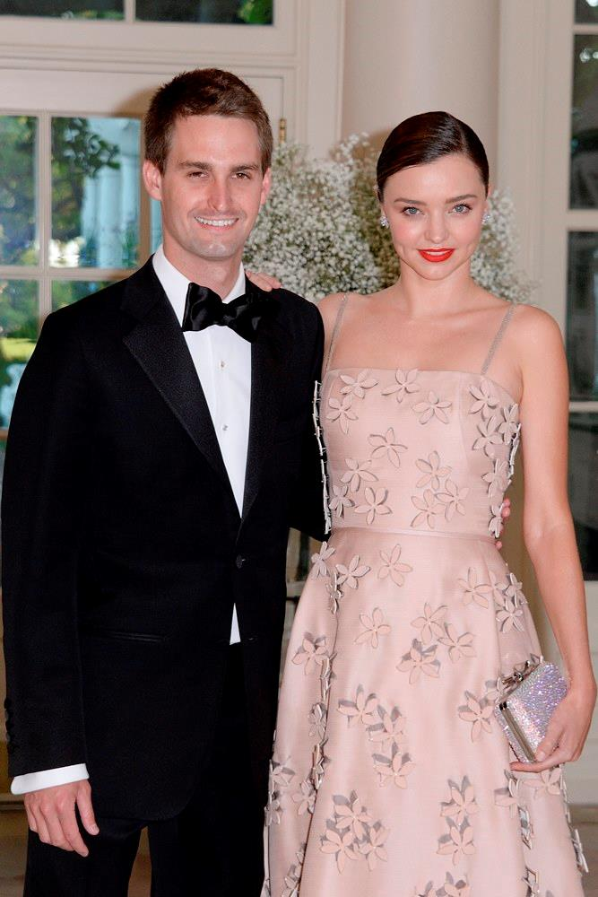 "Fresh off laying down <a href=""http://www.elle.com.au/culture/lifestyle/2016/5/miranda-kerr-and-evan-spiegel-buy-16-million-la-home/"">$16 million for a new house</a>, Miranda and her billionaire boyfriend Evan Spiegel attended a White House State Dinner in Washington together."