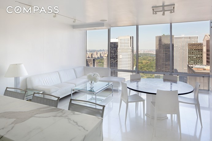 """Image via <a href=""""http://ny.curbed.com/2016/5/25/11770120/anne-hathaway-fifth-avenue-apartment-nyc-for-sale"""">NY Curbed</a>."""
