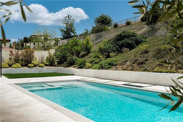 The pool area is <em>so</em> Cali.
