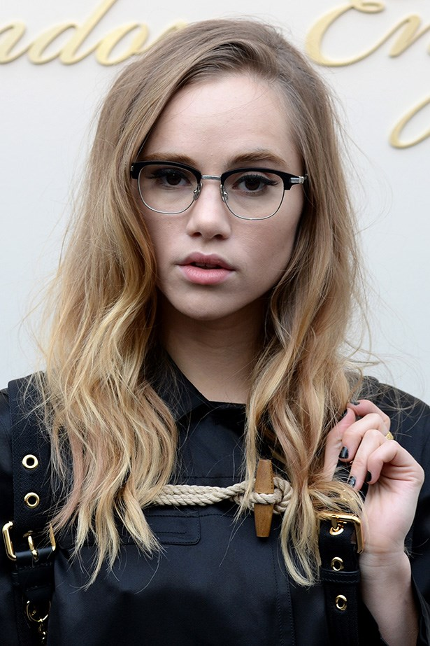 Suki Waterhouse wears a classic pair of Clubmaster-esque glasses.