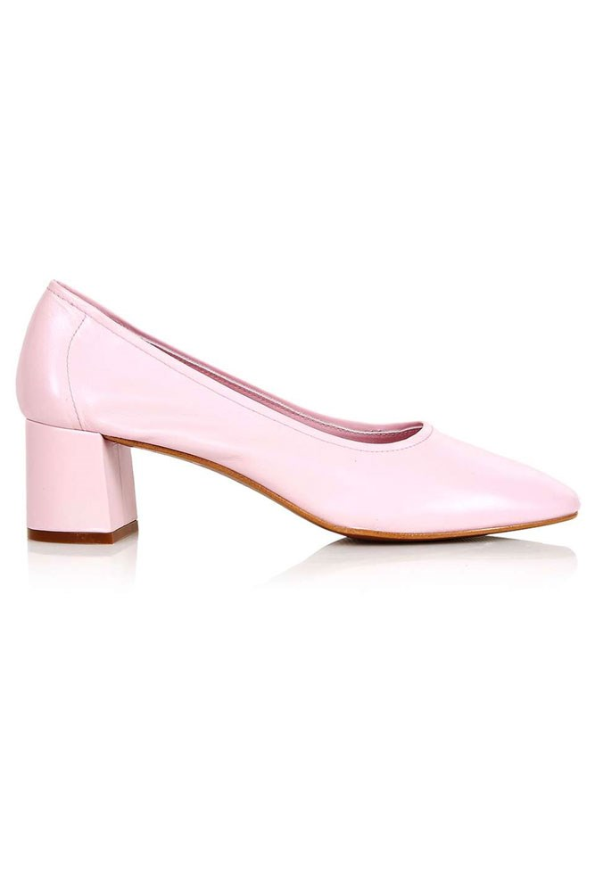 "<a href=""http://www.topshop.com/en/tsuk/product/juno-soft-glove-mid-shoes-5678354?bi=0&ps=20&Ntt=soft%20glove%20shoes"">Shoes, approx. $106, Topshop</a>"