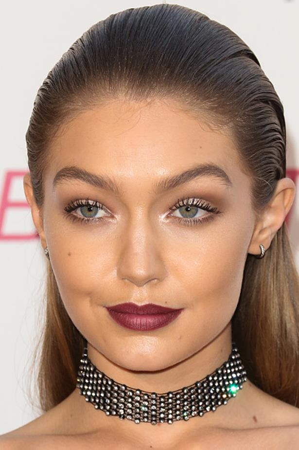 Gigi's curved brows perfectly complement her round face shape at the Maybelline Beauty Bash.