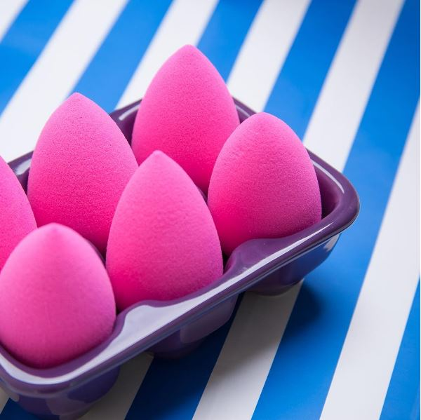 this is how to properly use a beauty blender elle. Black Bedroom Furniture Sets. Home Design Ideas