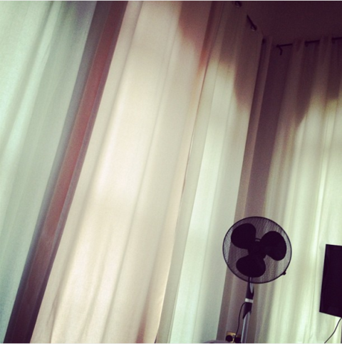 """<strong>NIALL HORAN'S FIRST INSTAGRAM</strong><br><br> A little over four years ago, Niall blessed the world with this random photo captioned, """"Its soo god damn bright in here ! Need blinds!""""<br><br> Credit: <a href=""""https://www.instagram.com/niallhoran/?hl=en"""">@niallhoran</a>"""