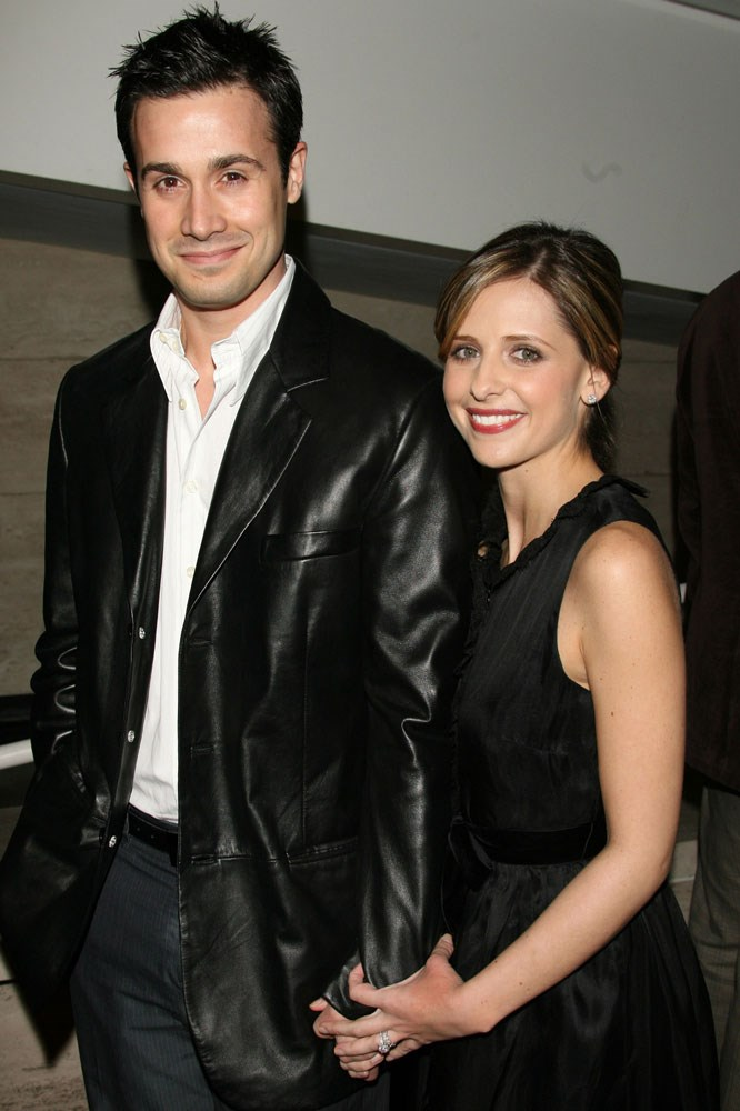 **Freddie Prinze Jr. and Sarah Michelle Gellar**   The couple first met on the set of 1997 teen thriller *I Know What You Did Last Summer*, and also starred in *Scooby-Doo* together before marrying in 2002.