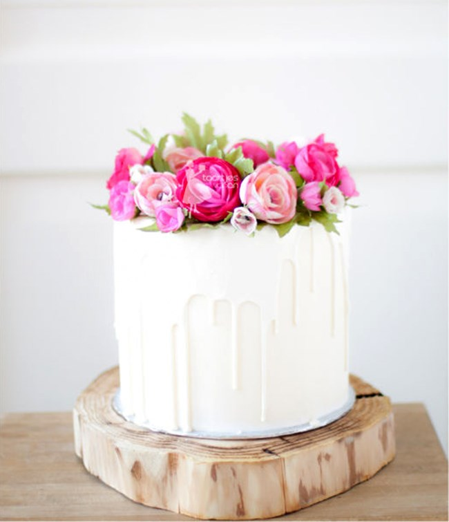 "<p> FRESH FLOWERS<p> <p> Fondant and icing flowers can come off a bit old school, so why not go for fresh, colourful flowers to top your cake?<p> <p> <a href=""http://www.taartjesvanan.nl/"">Taarjes Van An</a>."