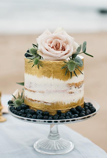 "<p> GOLD LEAF<p> <p> Cakes can be flashy, too, you know. Add a bit of gold (or silver... or bronze) leaf to take things to the next level.<p> <p> <a href=""http://www.cakecoutureni.co.uk/"">Cake Couture NI</a>."