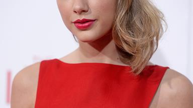 Taylor Swift Breaks Her 'Social Media Silence' In The Most Taylor Swift-Way Possible