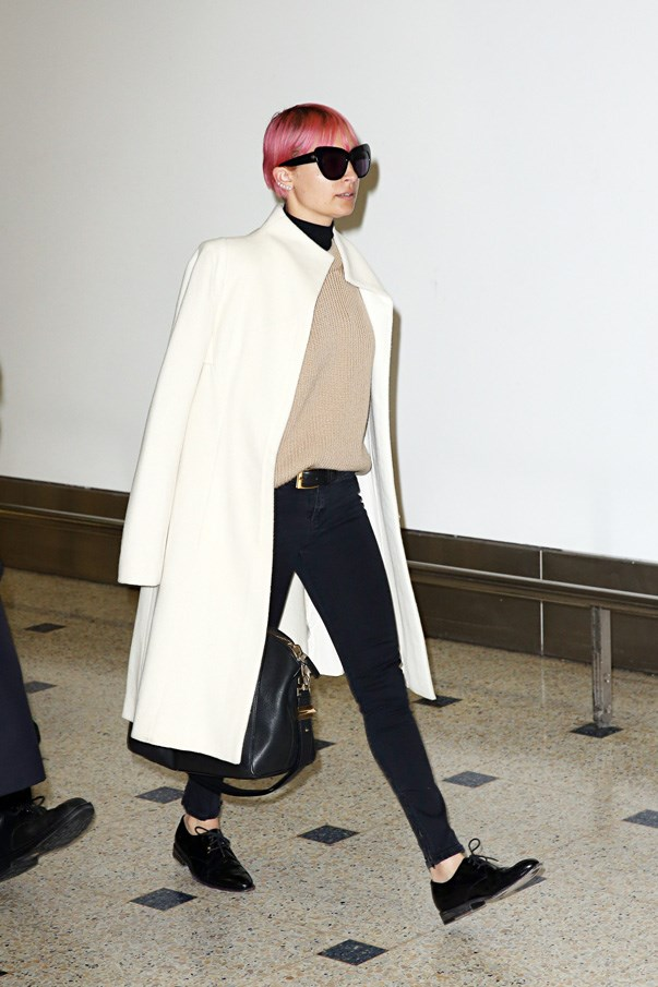 The jeans, the knit, the belt, the brogues, the coat—everything about this Nicole Richie is perfect.