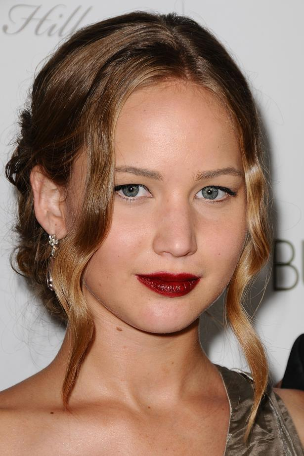 September 2009. A loose updo and simple black liner kept all the focus on Jen's wine-stained lip at an LA premiere.