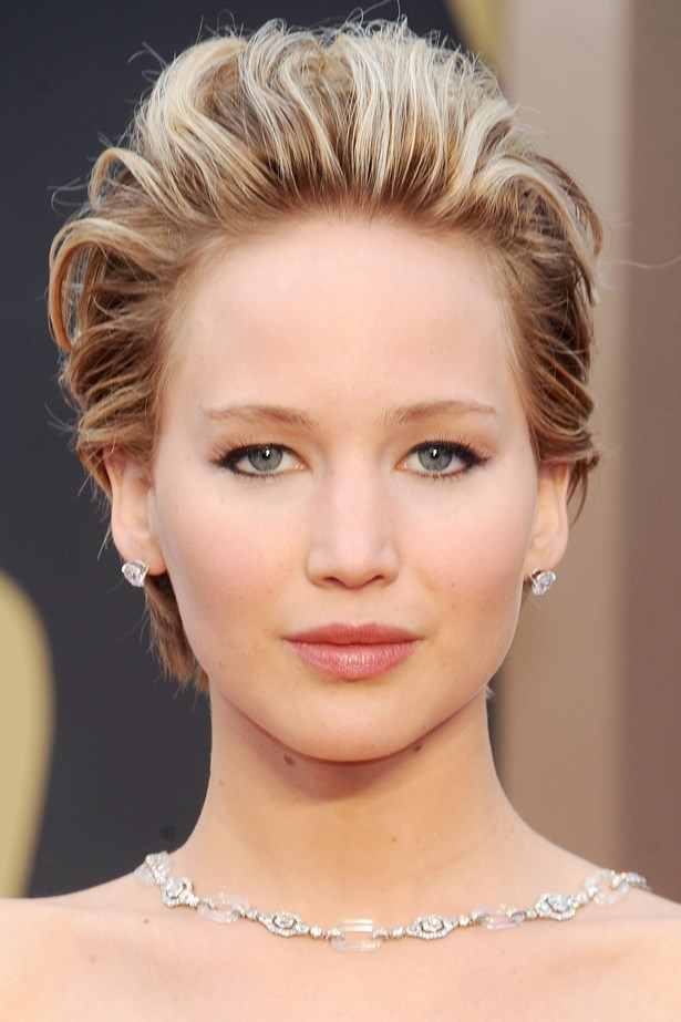 March 2014. Simple, classic make-up and pushed-back waves sees Jen at her most elegant on the 2014 <em>Oscars </em>red carpet.