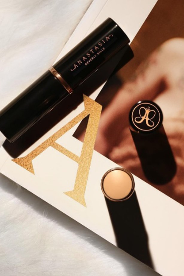 <p><strong>Anastasia Beverly Hills</strong></p> <p>@anastasiabeverlyhills</p> <p>The brand shares all their tips and tricks on Instagram Stories so you can get the most out of your Anastasia products. Recently, they shared the secrets to finding your correct undertone for flawless foundation.</p>